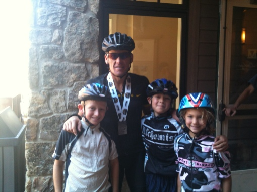 Team Alchemist Jrs: Ruth, Grant, Max posing with Lance Armstrong